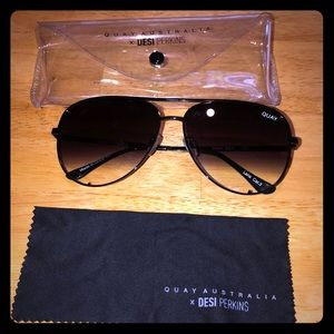 Quay Australia - Desi High-Key sunglasses